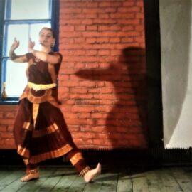Hindi, bindi-  z Zabierzowa do Indii! – Wirtualna Akademia Sztuk Dziecięcych